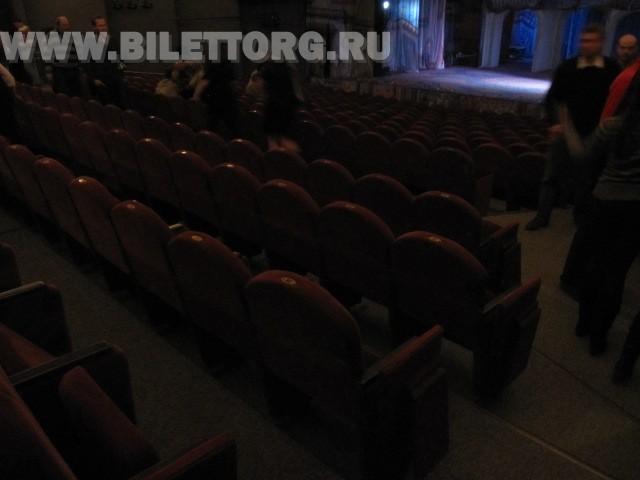 Зрительный зал театра п/р