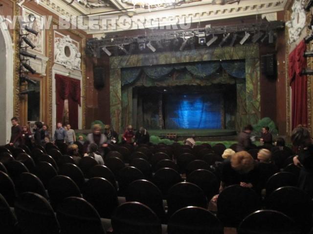 Зрительный зал театра Школа