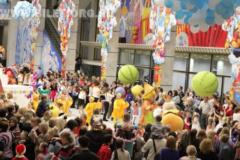 Шоу в фойе перед Кремлевской