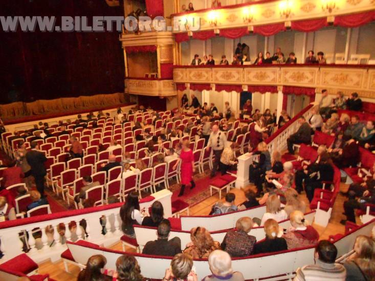 В зале Малого театра - фото 4