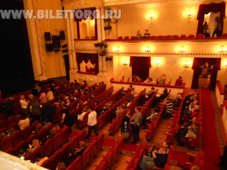 В зале Театра им. Пушкина