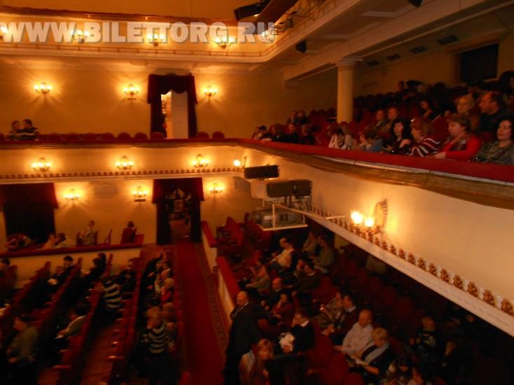 В зале Театра им.