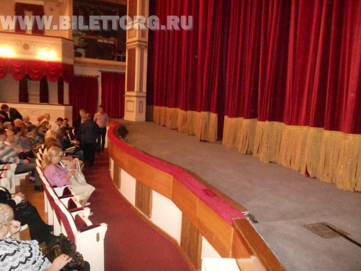 Зрительный зал Филиала Малого Театра - фото 3 (1, 2 ряд партера и сцена) .