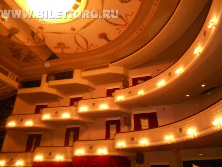 Зрительный зал Филиала Малого Театра - фото 5 (бельэтаж и балкон, вид из партера) .