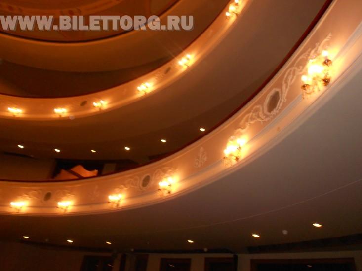 Зрительный зал Филиала Малого Театра - фото 7 (вид на ярусы из партера) .