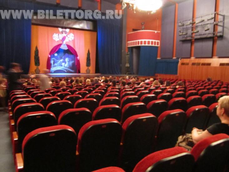 Трахает в театрев зале 25 фотография