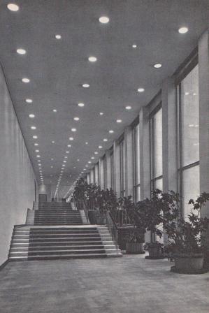 Дворец съездов оснащен развитой системой вертикального транспорта.  Большие удобства для посетителей создают 14...